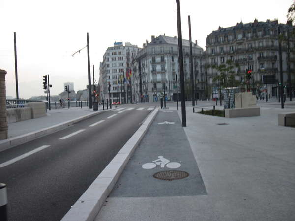 fichier 20140927_0754_pc_route_place_hubert_dudebout-0.jpg
